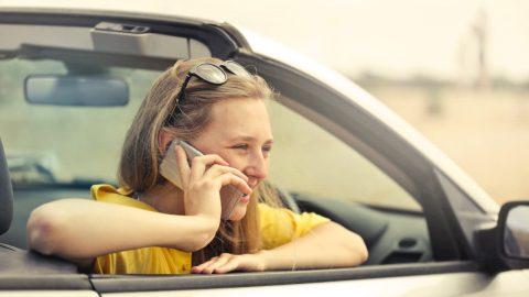 Woman Using Smartphone (Bruce Mars, CC0)